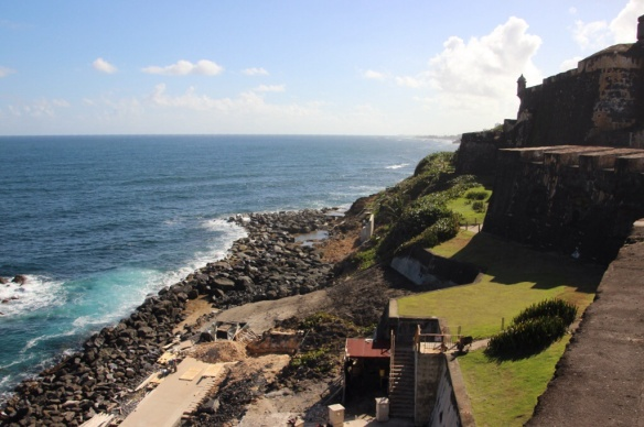 3 tiers of 40 foot walls that rise from sea level made the fort impregnable for 350 years.